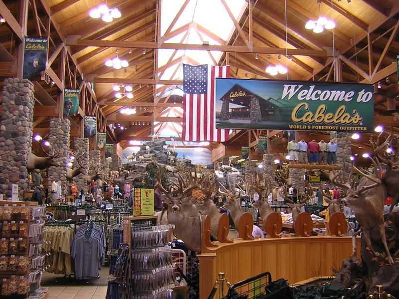 Cabelas_store_St_Paul,_USA